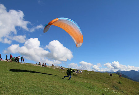 main difference between paramotoring and paragliding