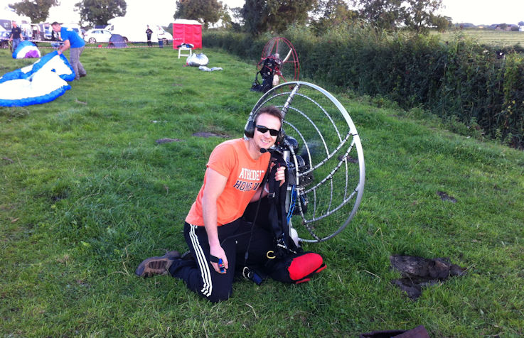 paramotor planet fly in