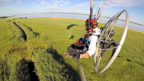 paramotor low flying
